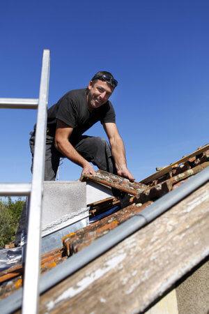 advantages hiring professional roofer